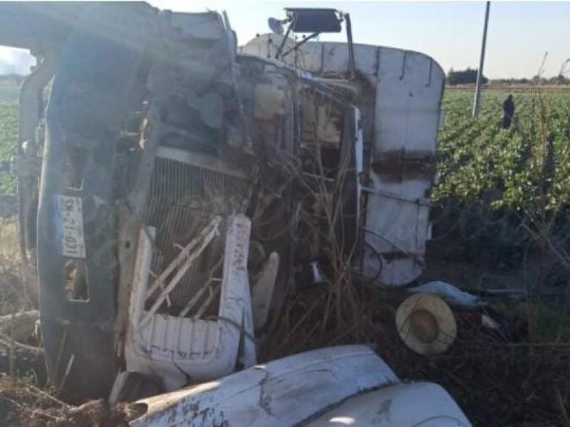 Volcadura de camión de basura de Tzicatlacoyan deja un muerto