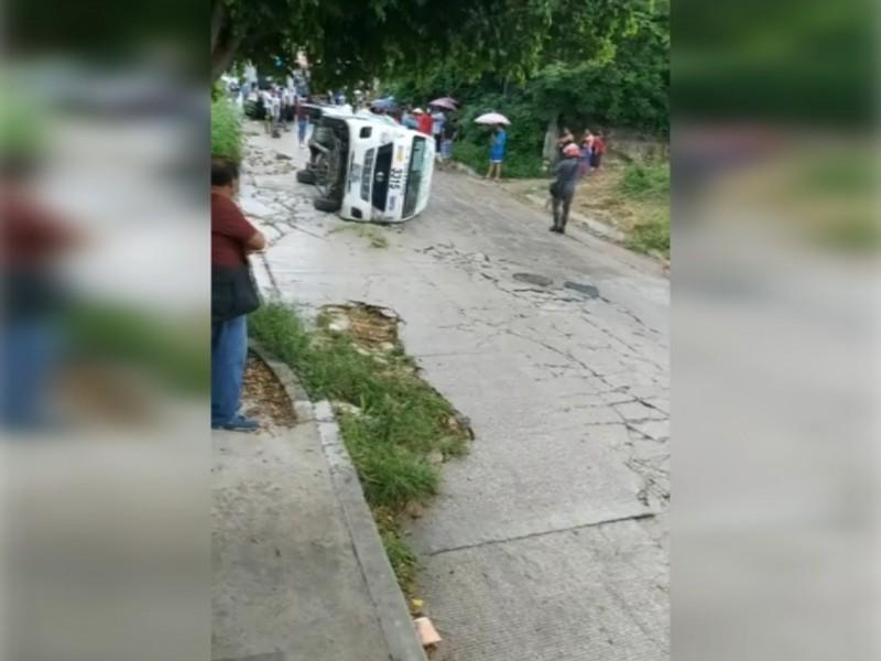 Volcadura de colectivo en TG deja 6 heridos