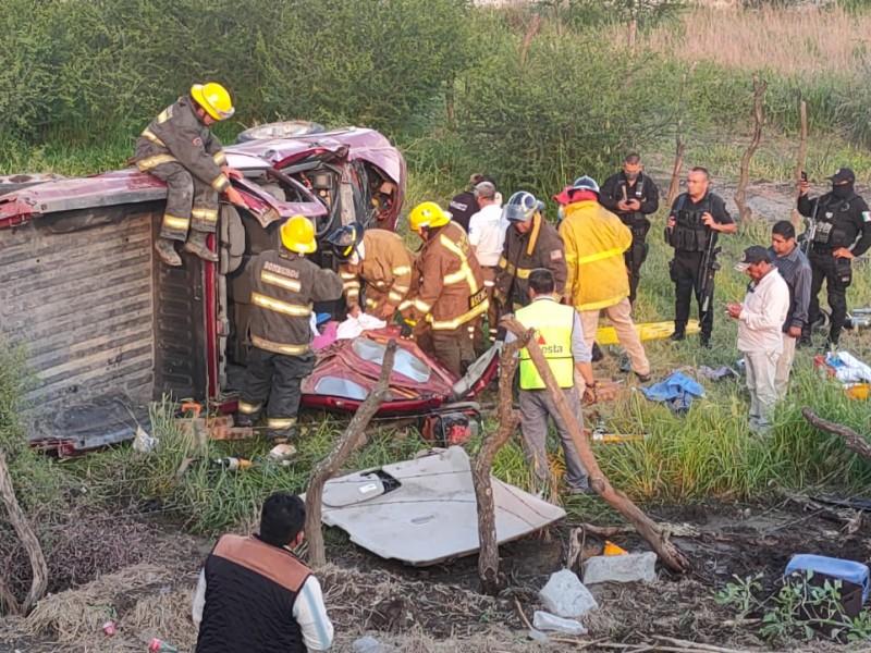 Volcadura deja 15 lesionados en Acatlán