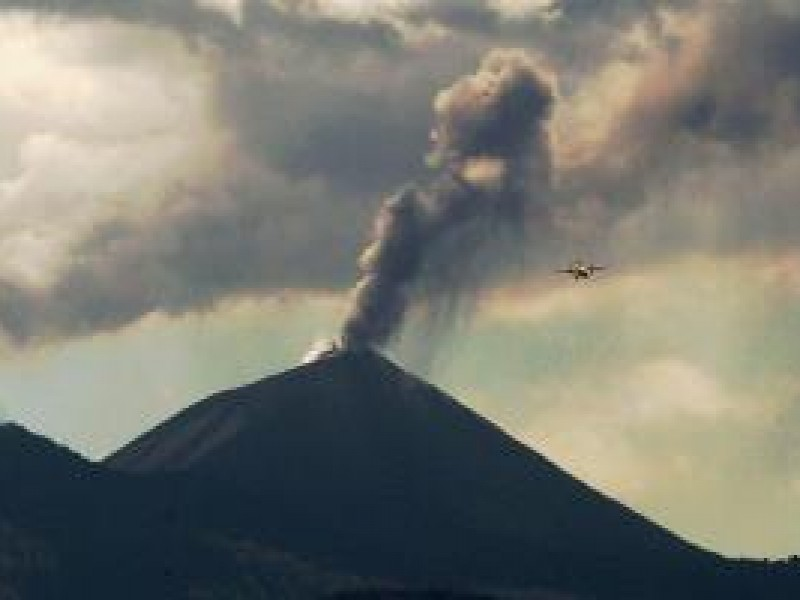 Volcán Pacaya de Guatemala arrojó material volcánico