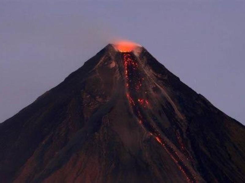 Volcán Taal hace erupción en Filipinas