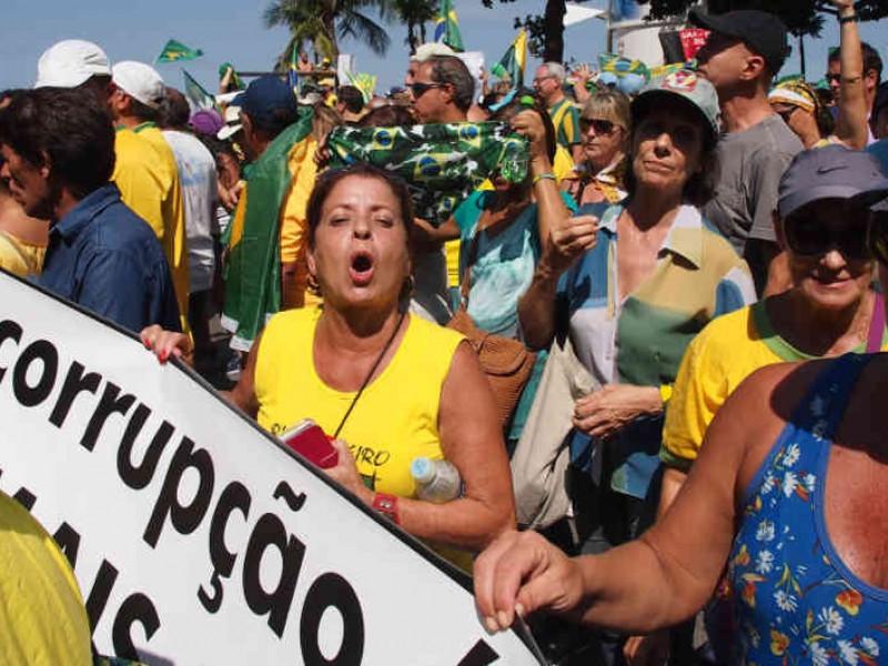 Voto femenino, clave en elecciones presidenciales de Brasil