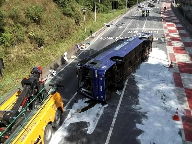 Vuelca autobús en Brasil