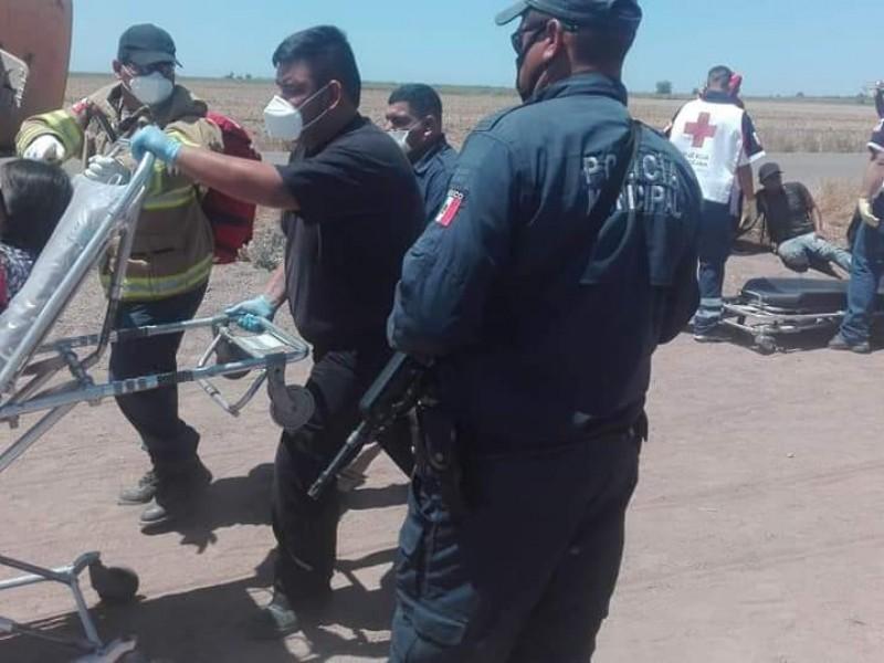 Vuelca camión de jornaleros, hay 19 lesionados