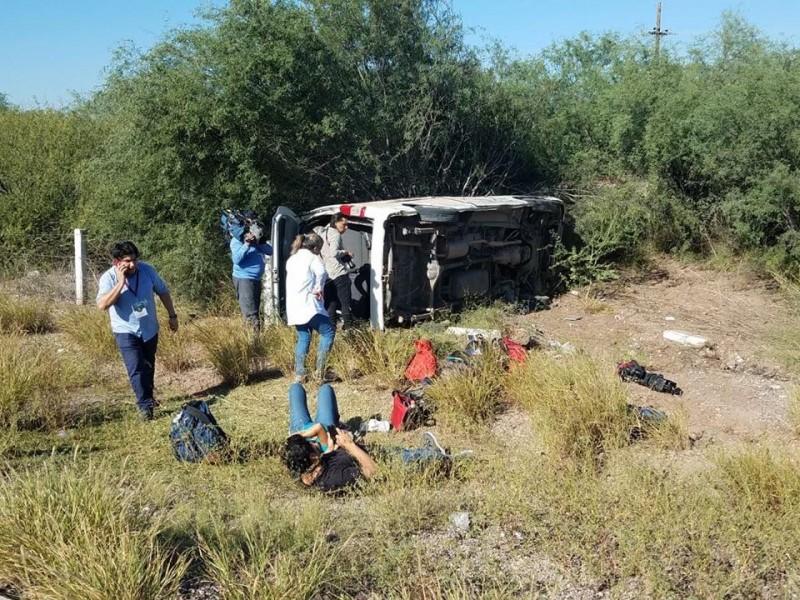 Vuelca camioneta de la fuente presidencial en Sonora