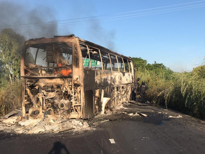 Vuelven a quemar vehículos en Petatlán