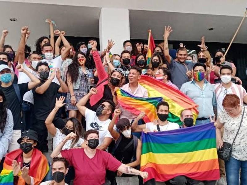 Ya pueden parejas LGBT acudir a casarse a Registro Civil