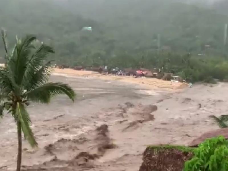 Yelapa sufre inundaciones por crecida de río