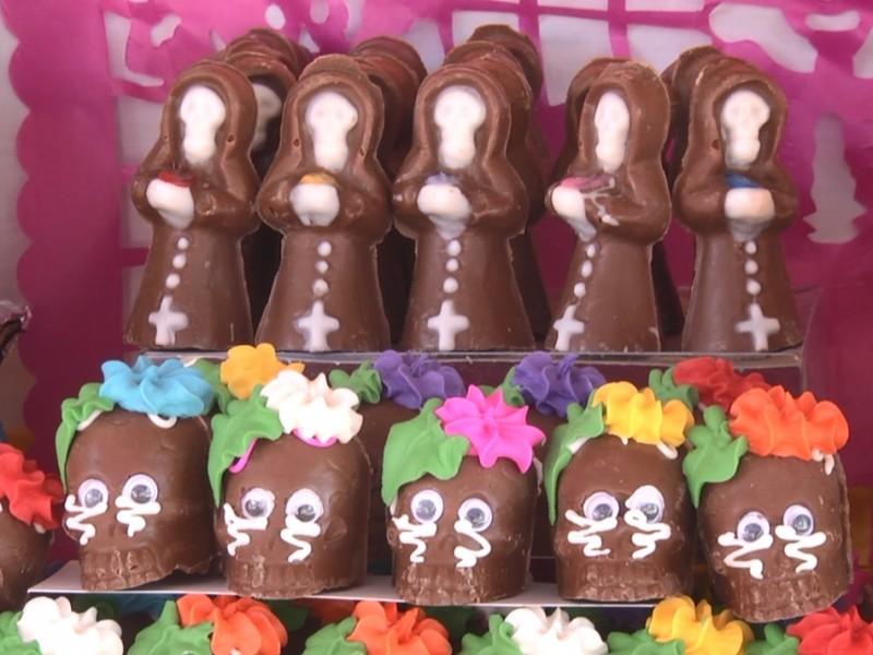 Zacatecanos preparan altares de Día de Muertos